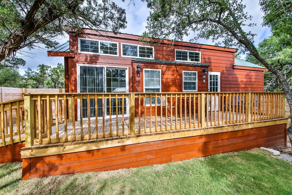 Texas hill country cabin s with pool access cabins for for Austin cabin rentals