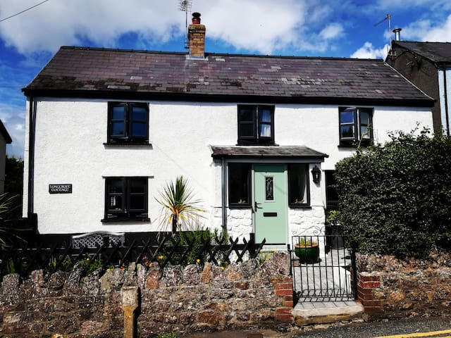 Cosy and Quaint Cottage in Llangennith