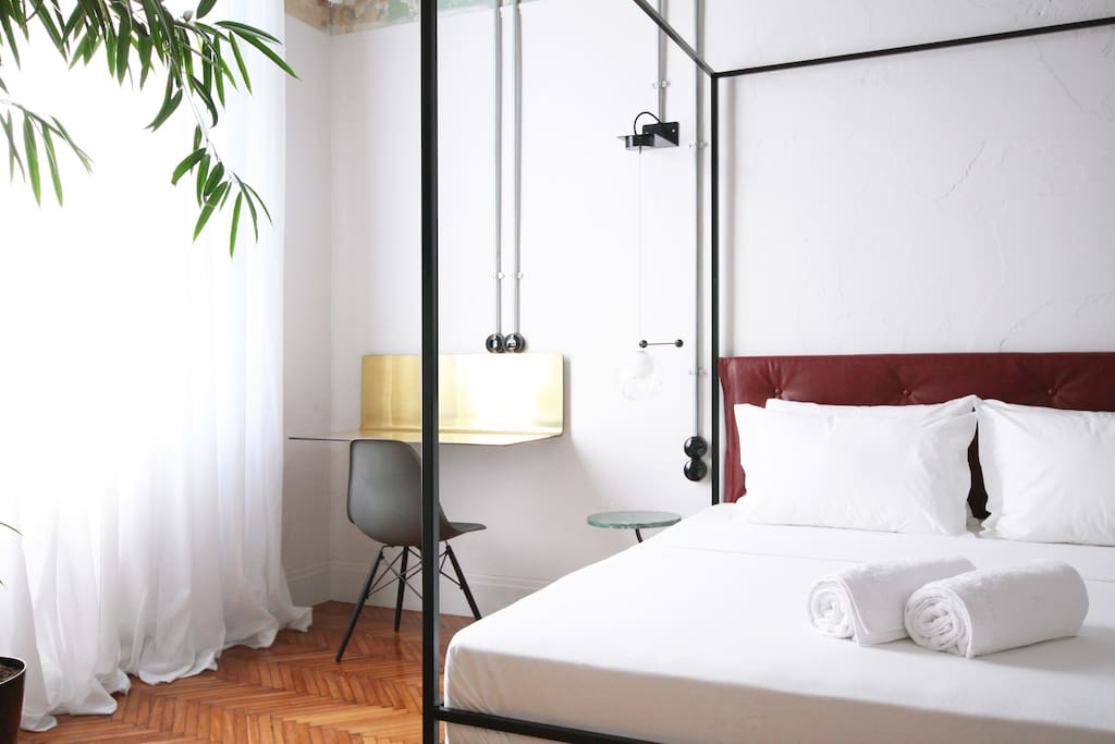 The Trilogy Suite (Room 3031) offers luxurious conceptual stay in the very heart of Thessaloniki, Greece. Furnished and decorated with original design objects supplied by prestigious international brands such as Vitra, Tom Dixon and Fritz Hansen.