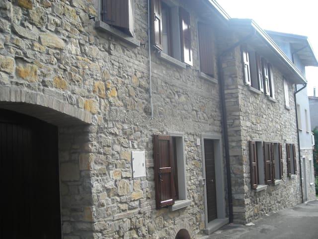 CASA IN SASSO SULL'APPENNINO TOSCO EMILIANO - Villa Minozzo - Huis