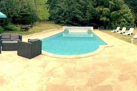 Maison familiale à 1h Paris avec piscine chauffée - Sylvains-les-Moulins - Hus