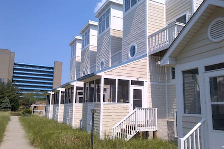 Beach getaway - Townhouse