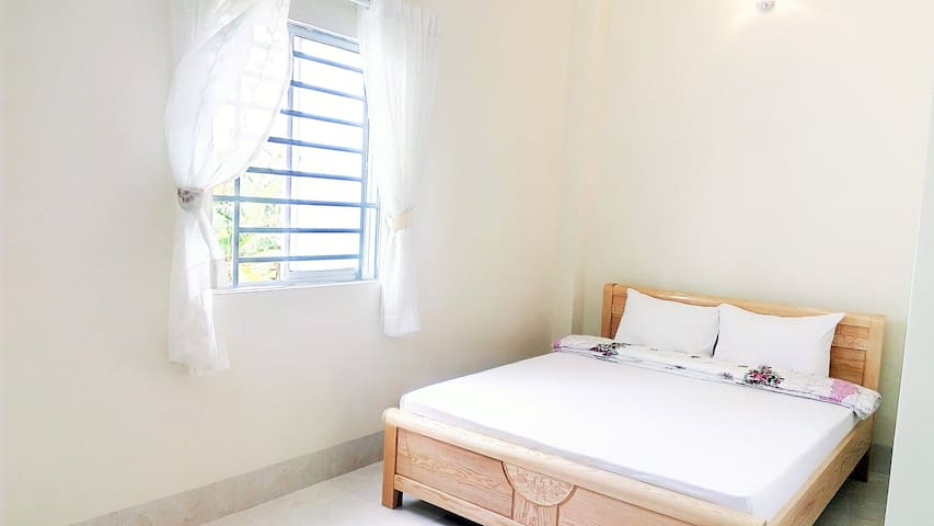 Ngoi Sao: Sparkle Room with Window