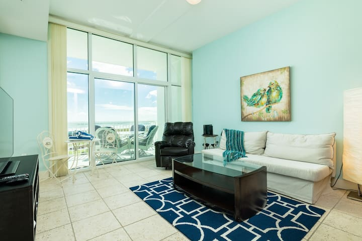 Breathtaking oceanview condo w/shared pool, hot tub, and patio!