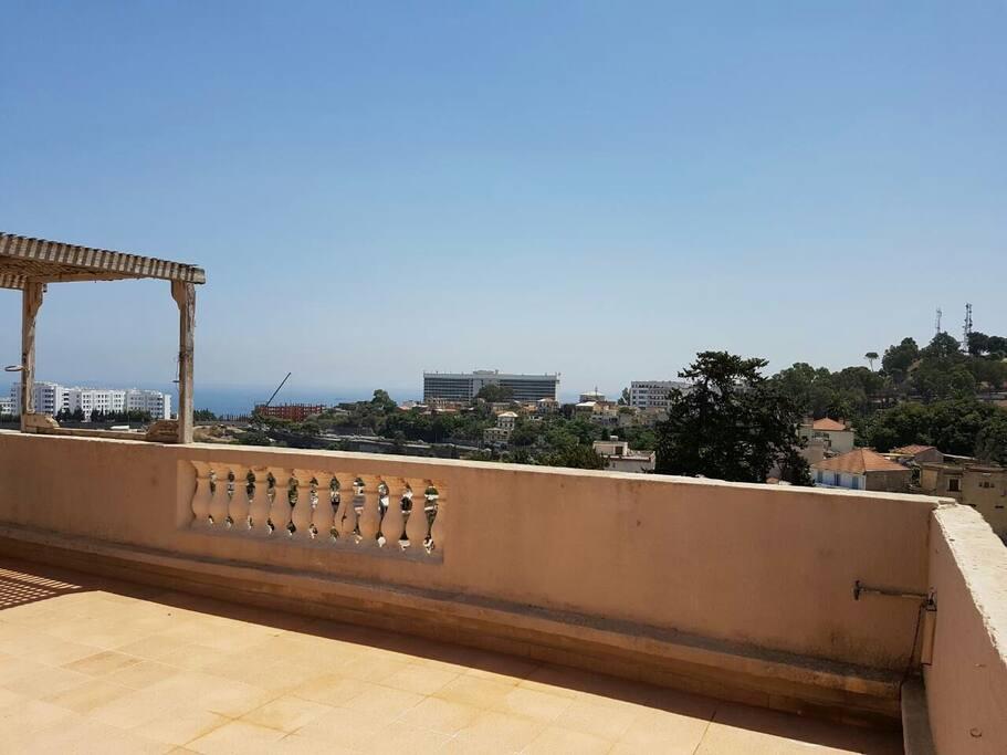 terrasse avec vue sur mer  en face hôtel El aurassi