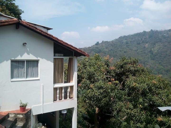 Casa ecológica con excelente vista a la reserva