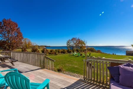 Oceanfront Home with bold views, private beach! - Lincolnville - Haus