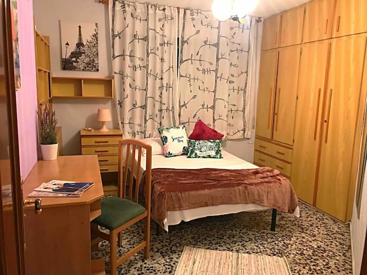 Beautiful & Comfy Double Room: Unbeatable Location