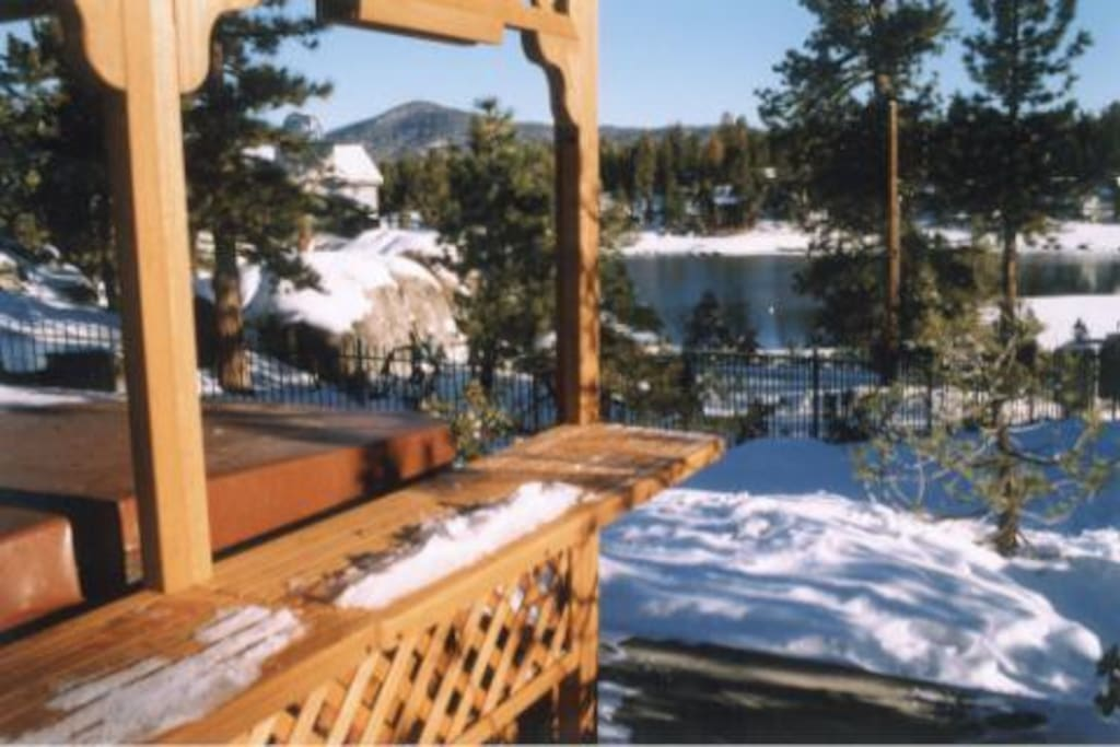 Enjoy an epic apres ski spa session ~ perfect following  any day on the mountain (or the lake!)! Set on a concrete platform, pull your stools up to the bar and enjoy another beautiful Big Bear sunset . . .