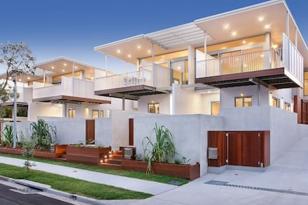 The Coves -REFINED BEACHSIDE LIVING - HOUSE 2 - Marcus Beach