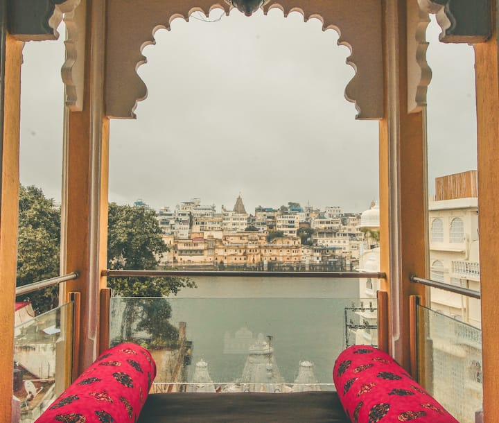 Romantic Stay Overlooking Lake Pichola