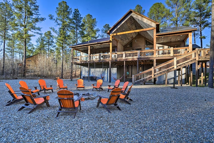 'Whiskey Creek' Retreat; Hot Tub, Grill & Games!