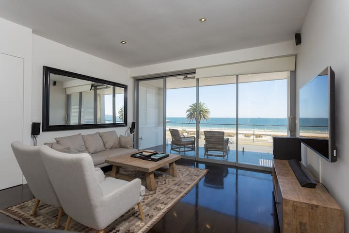 Luxury Beach Front Home Close to City for Families
