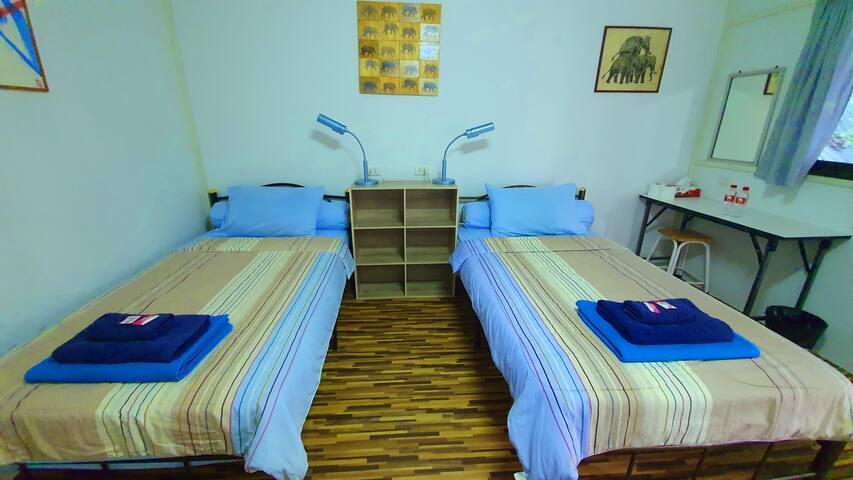 Elephantstay bedroom.