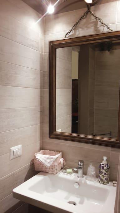 """Dettaglio del bagno della """"Camera Verde"""""""