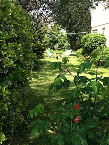 Rez de jardin à 5min de la mer et de la thalasso - Donville-les-Bains - Hus