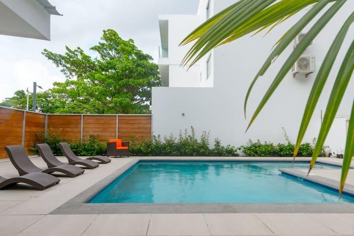 Modern Family-Friendly Apt - Pool - A/C - Sleeps 6