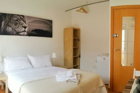 Large,quiet and comfortable room with balcony - Barcelona - Muu