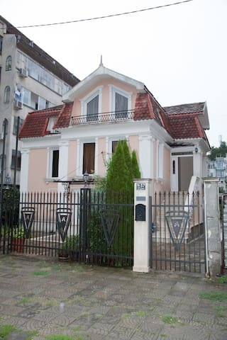 Private House 12pers. with Garden & Parking places