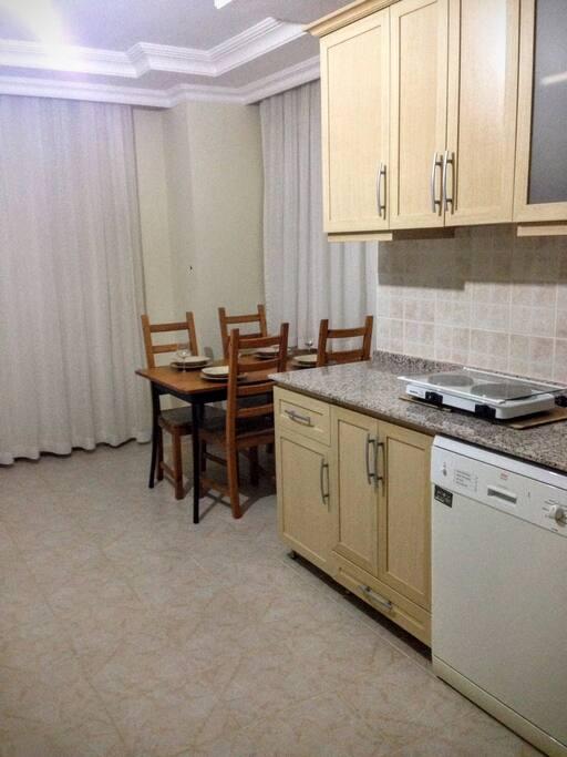 Кухонная и обеденная зона