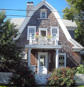 Designer's Dream - Charming Boathouse - Greenport