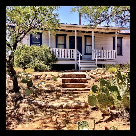 Enchanting Ranch Hill House - Oracle - Bed & Breakfast