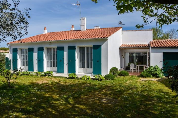 Spacious Holiday Home near Sea in Loix