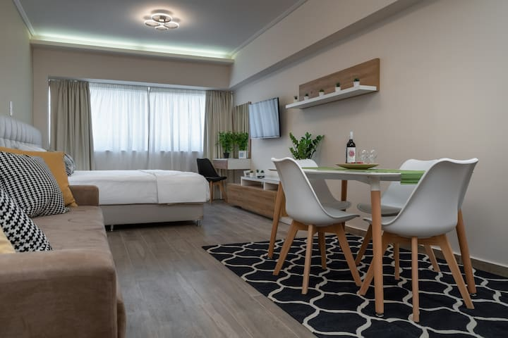 Luxury Apartment @ Aiolou Str, heart of Athens