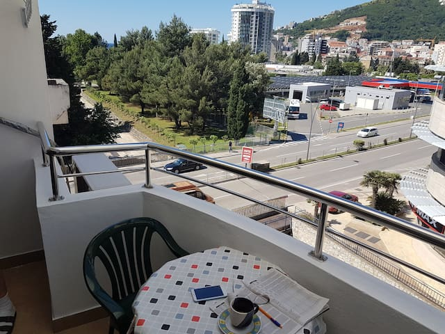 Budva apartment, 5 minutes walk to the sea