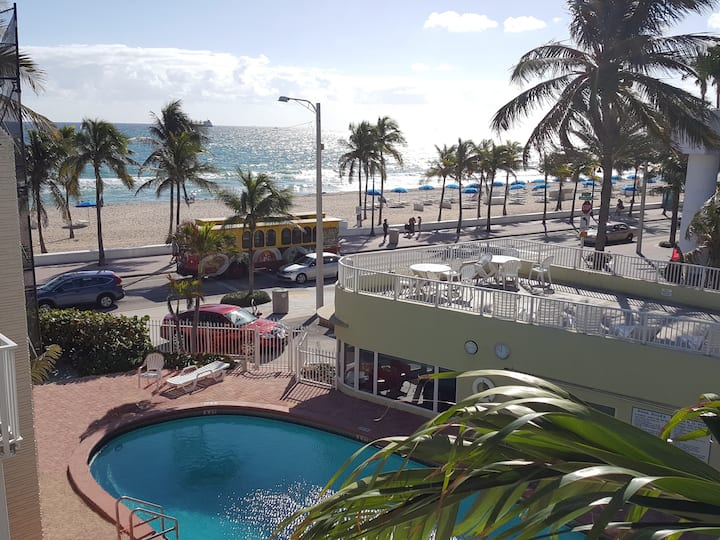 ★Center of Fort Lauderdale Beach!!! Walk to Everything | Comfortable King Bed