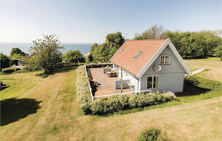 Holiday cottage with 4 bedrooms on 100m² in Hasle