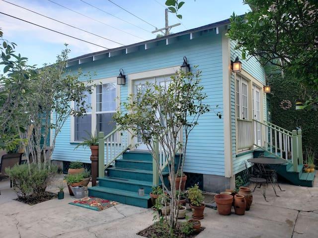 Cozy Garden Cottage, Bayou St. John