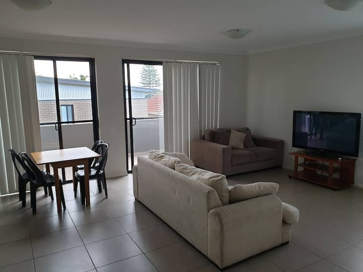 Spacious 2 bed 2 bath old toongabbie