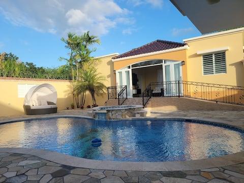 Romántico, tranquilo, lugar w piscina privada y jacuzzi