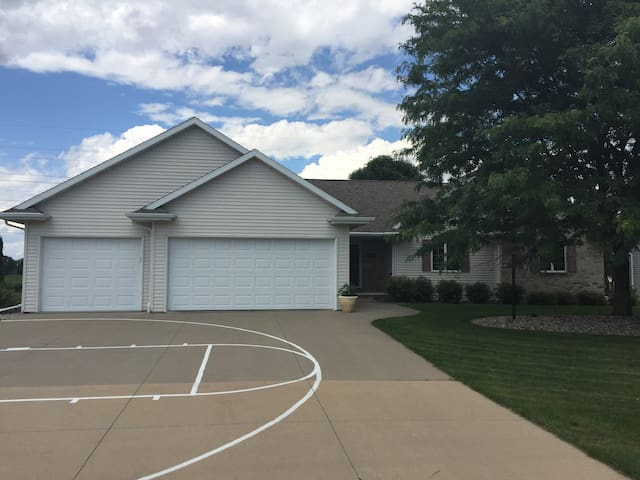 Fox Valley/ Darboy/Appleton area home available