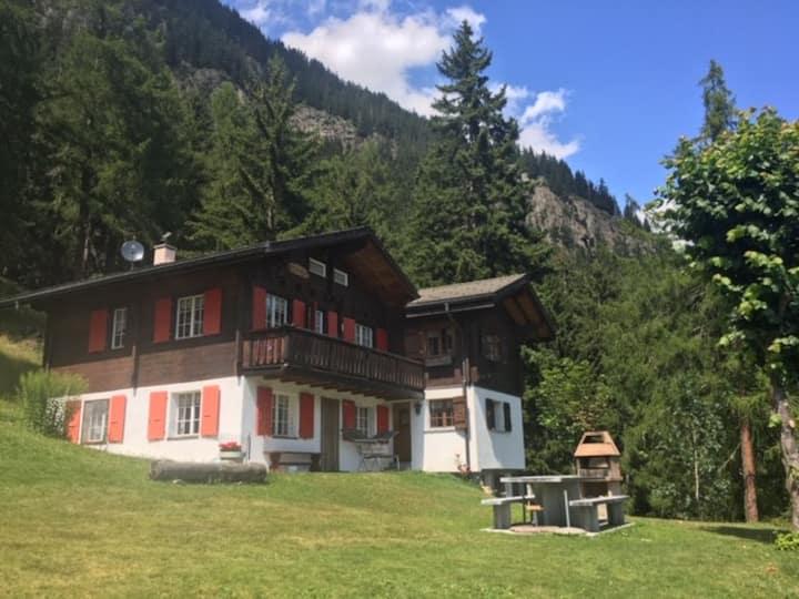 Idyllisches Chalet inmitten der Walliser Berge II