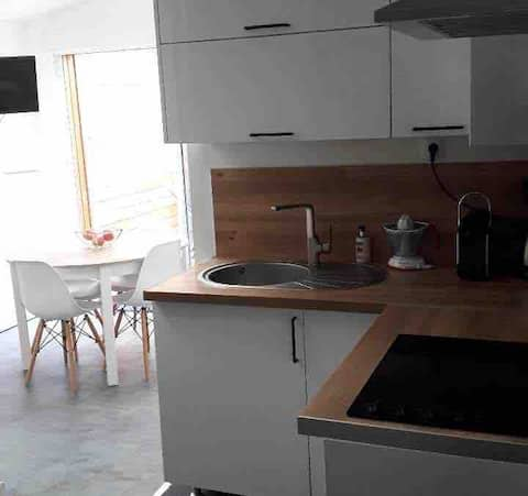 new and equipped studio ideally located in Amiens