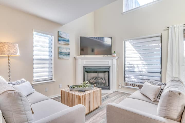 CALEDONIA COVE | STEPS TO THE BEACH | PET FRIENDLY