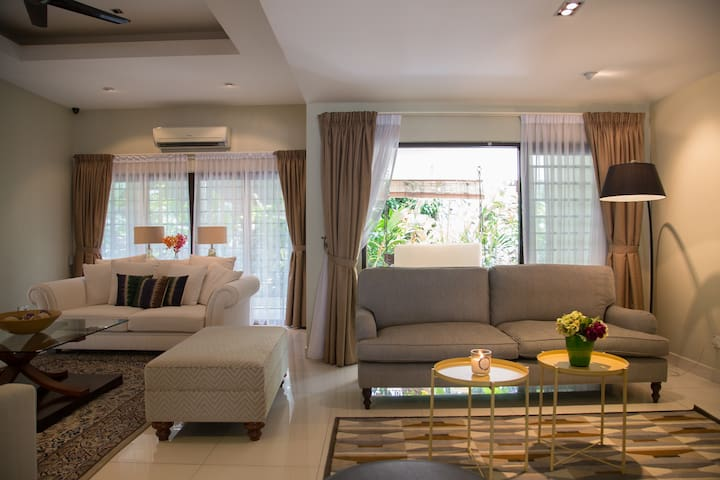 Private Home - Four Rooms - Ampang - Dům
