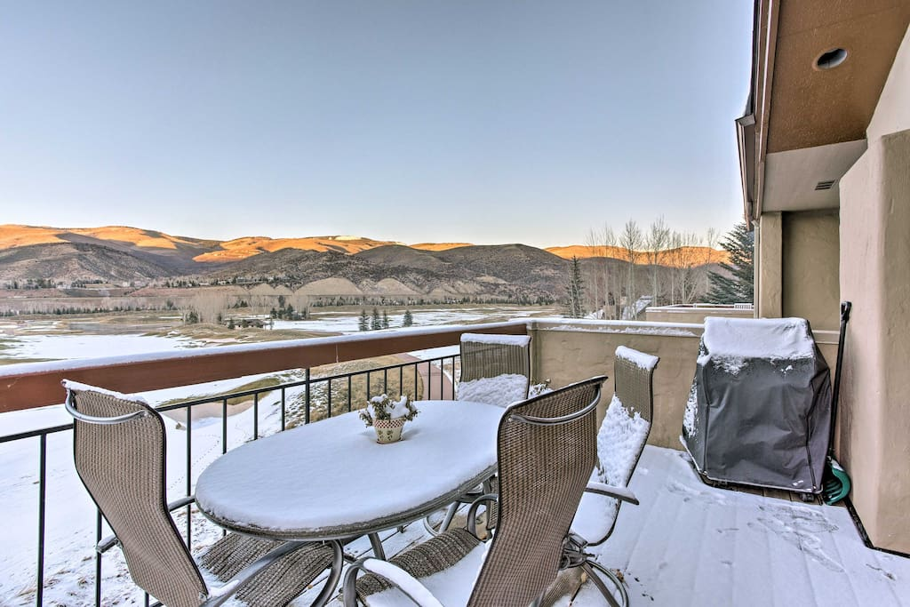 Enjoy the luxury of walking to the Arrow Bahn Chairlift at Beaver Creek Resort from this well-appointed unit.