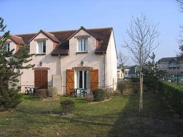 Cottage garden near Golf Course - Ardon - Casa