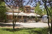 Restaurante y zona recreativa a 50 metros