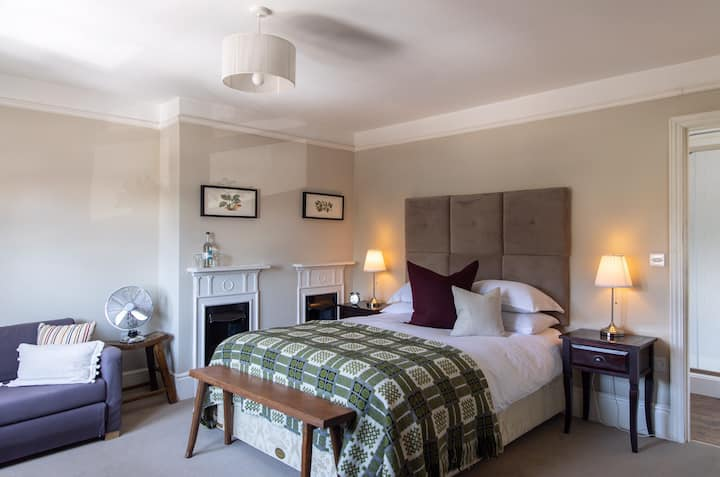 Comfortable rooms in West Ashling, Chichester