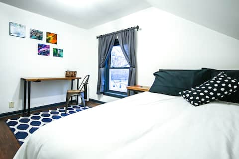 Secluded & Peaceful Queen Bedroom @ The Gilmore