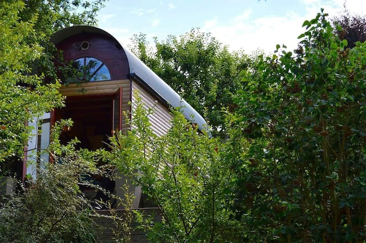 Eco Cabin / Tiny House On Wheels. Sleeps 4.
