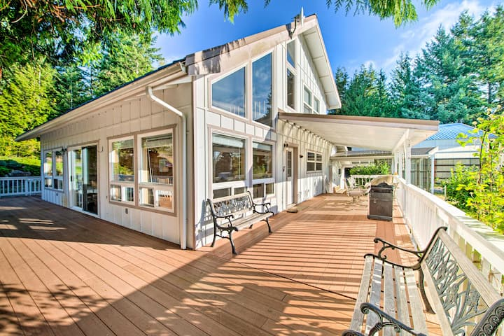 Hood Canal Home w/Hot Tub Bordering Olympic NP!