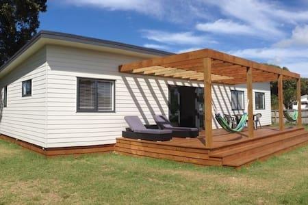 Willie's Taipa House - Safe short walk to Beach