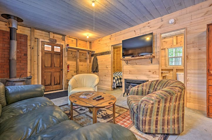 NEW! Rustic Hideaway 18.5 Miles to Burke Mountain!