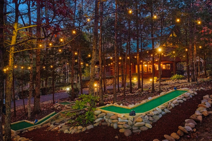 High-End Lodge w/ Pvt Mini Golf, View & Fire Pit!!