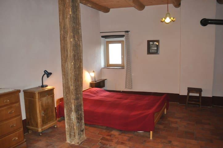 Camera matrimoniale Affittacamere Sumenza e radis - Stabio